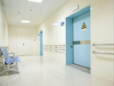 Drzwi do pomieszczeń z emitorami promieni rentgenowskich
