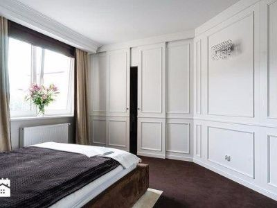 Zabudowa szafy  drzwiami przesuwnymi