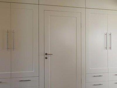 Zabudowa szafy z drzwiami