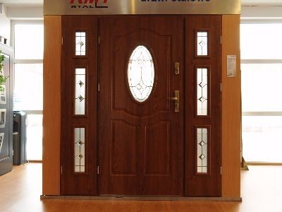 Drzwi zewnętrzne stalowe z naświetlami