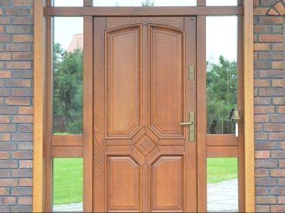 Drzwi zewnętrzne drewnniane z naświetlam
